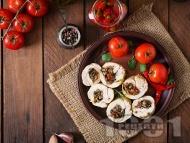 Пилешки рулца от филе пълнени с мариновани сушени домати и гъби печурки